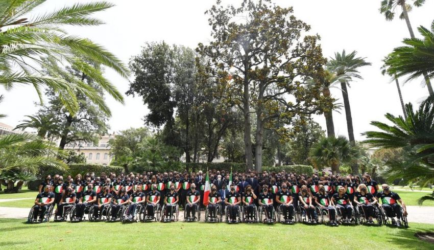 L'azzurro Stefano Oppo tra gli oltre 200 atleti ricevuti questa mattina dal Presidente Mattarella per la consegna della Bandiera Olimpica